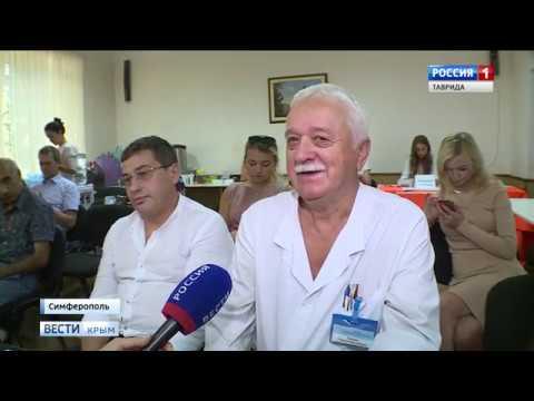 Онкологи из Санкт-Петербурга провели показательную операцию в Крыму