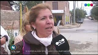 VECINAS DE VILLA UNIÓN SALIERON A TAPAR LOS BACHES DE LAS CALLES TRAS REITERADOS ACCIDENTES EN LA ZO