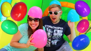 giant egg hunt little tikes 2 in 1 wet n dry bounce house surprise toys challenge disneycartoys