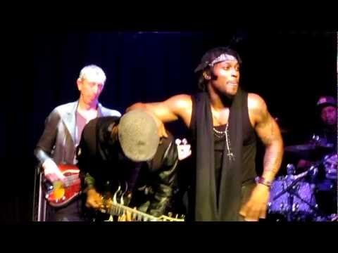 D'angelo live at Paradiso Amsterdam, Chicken Grease, 31-12012