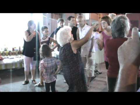 vecchietta che balla la taranta!