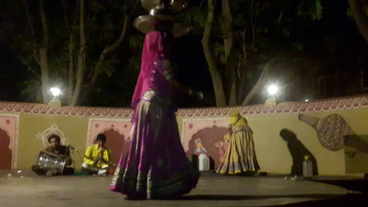 Watch till end Rajasthani Traditional Navratri Dance garba Dance 2018