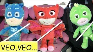 Pj masks en español: juego del veo veo y tobogan del parque.Nuevo video juguetes heroes en pijamas