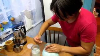 Семья Бровченко. Как собирать с молока сливки и делать сметану.(, 2014-09-27T15:20:16.000Z)