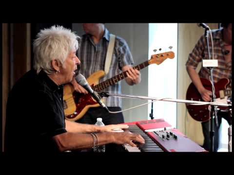 "Ian McLagan and the Bump Band - ""I Will Follow"""