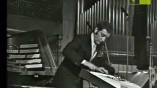 il maestro    Enrico Simonetti a