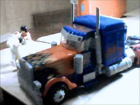 TRANSFORMERS Optimus Prime stole a LAPTOP