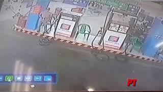 Chôm xe tại cây xăng, vừa quay đi quay lại mất luôn cái xe