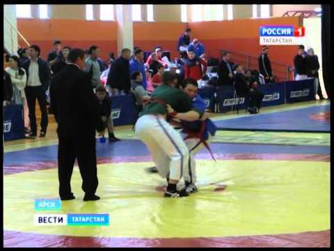 В Арске проходит чемпионат республики по борьбе на поясах