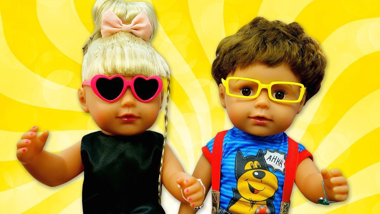 Vidéo pour enfants des bébés born soeur et frère - Préparation à la fête/Jeux à la mer