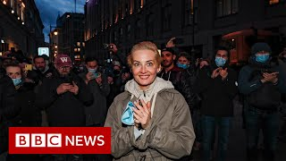 Thousands across Russia defy ban on Alexei Navalny protests - BBC News