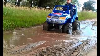 Детский электромобиль 0ff-Roader 4x4(Видео от http://kidsauto.com.ua Тест-драйв: детский электромобиль 0ff-Roader 4x4 от JetRunner. Этот детский электромобиль оснащ..., 2011-08-22T09:08:43.000Z)