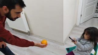 Ayşe Ebrar Sihirli Kumandası İle Babasını Dondurdu. Eğlenceli Çocuk Videosu