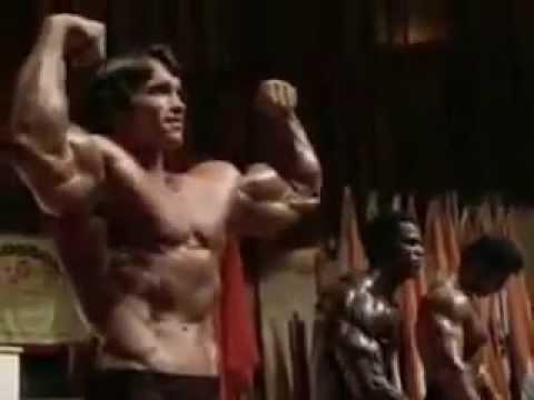 Arnold Schwarzenegger Упражнения на плечи  Жим гантелей сидя