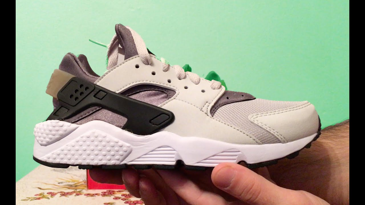 nike air huarache scarpe di colore grigio su youtube