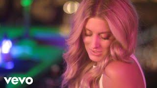 Смотреть клип Stephanie Quayle - Whatcha Drinkin 'bout
