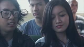Download Video Ketika Seorang Pria dan Wanita Cantik Berbincang di dalam Bus MP3 3GP MP4