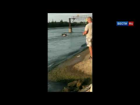 Докатались-автомобиль ВАЗ-2107 утопили в реке Кубань