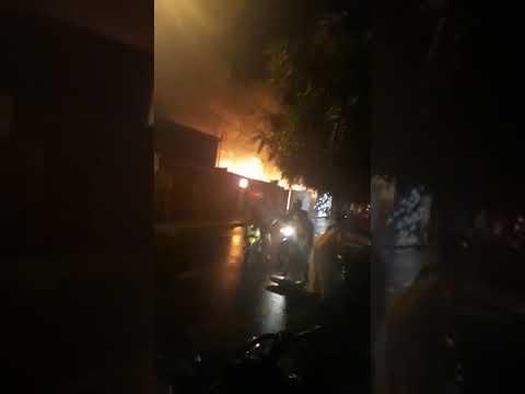 Lapa: pânico com incêndio que consumiu estabelecimento comercial na cidade