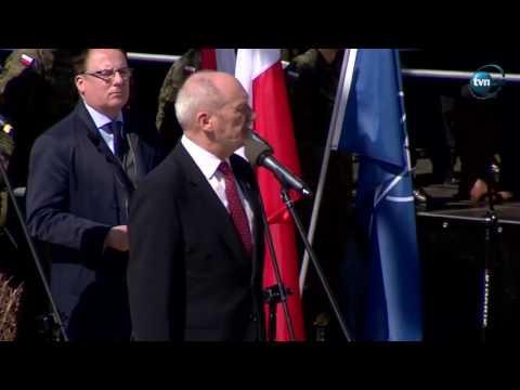 Ucho Prezesa - Macierewicz po angielsku