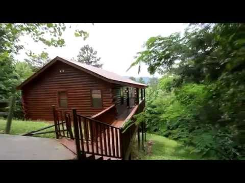 Bear tracks smoky mountains honeymoon cabin near for Gatlinburg dollywood cabins