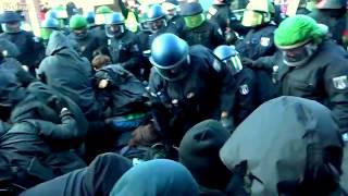 LiveLeak Video Es gab sehr wohl Polizeigewalt beim G20 Gipfel LiveLeak dot com 4c0 1500757069 G20Pol