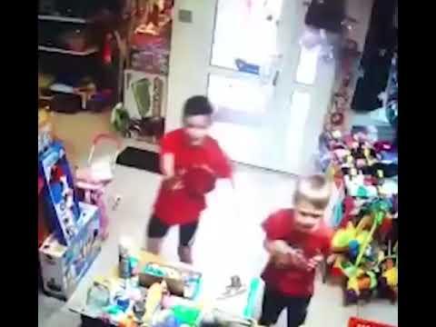 Интернет взорвало видео ограбления детьми магазина игрушек в Екатеринбурге