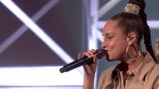 Alicia Keys - Underdog [Live on Graham Norton] HD