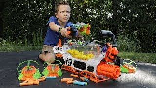 Nerf War:  Flying Bug Attack