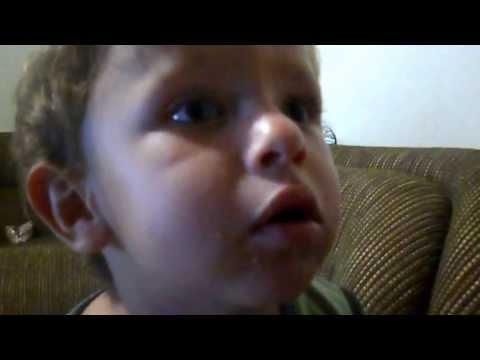 Bebê cantando Novinha Safadinha ( Mc Tarapi )