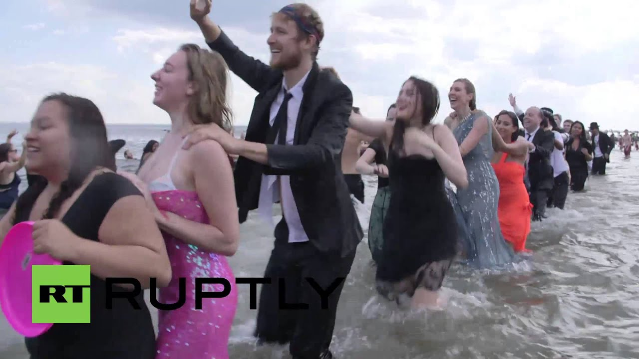 Usa See Fancy Dressed Beachgoers Get All Wet In Nyc Youtube