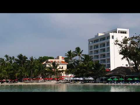 Paddle Boarding in Boca Chica (Hotel Club Rolling Stone)