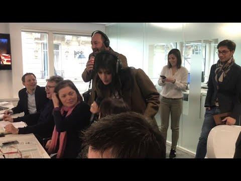 Kad Merad et Nolwenn Leroy s'improvisent guides et présentent la rédaction RTL