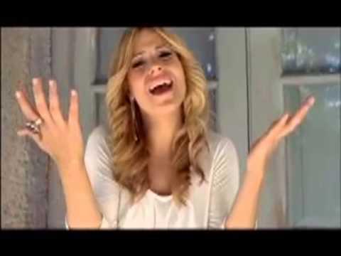CANADIAN SUPERSTAR IMA SINGS DALIDA SONG IN TURKISH