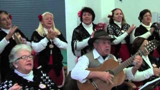 Villancicos y ambiente navideño para los abuelos de la Residencia municipal de Ancianos