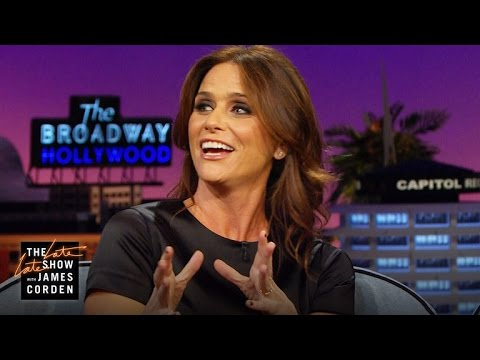 Amy Landecker Does a SpotOn Julia Roberts