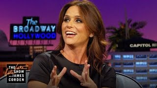 Amy Landecker Does a Spot-On Julia Roberts