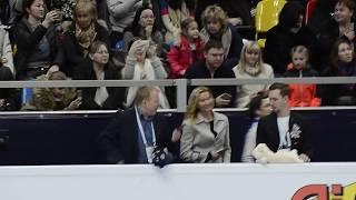Евгения Медведева, Алина  Загитова перед выходом на лед. ПП. Чемпионат Европы 2018