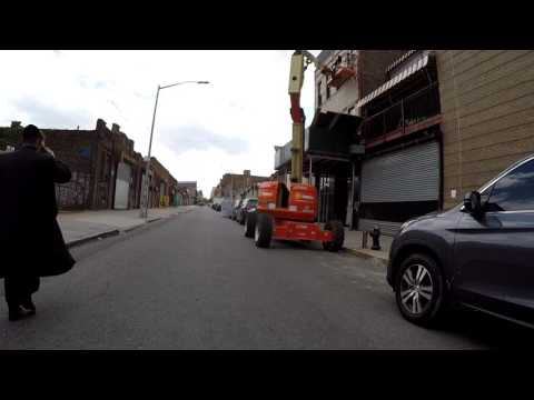 NYC Cycling Action in Brooklyn - Taxi nearly gets into an accident