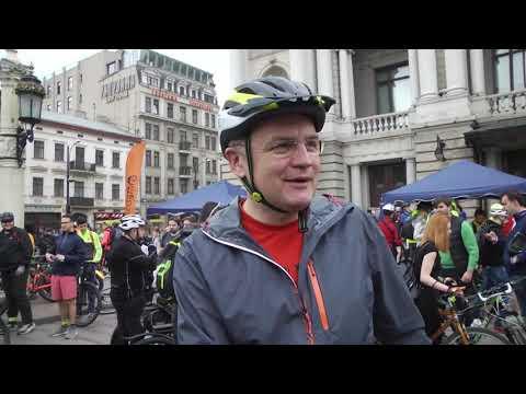 lvivadm: У Львові відзначили Всеукраїнський Велодень: мер Львова також проїхав з учасниками на велосипеді