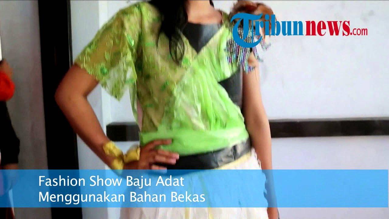 Fashion Show Baju Adat Menggunakan Bahan Bekas