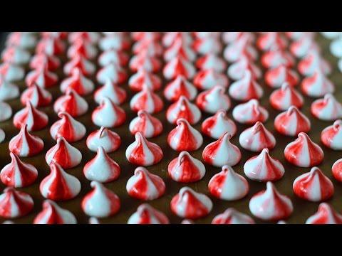 разноцветное пирожное-безе