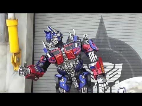 Irl talking Megatron Optimus Prime and Bumblebee Transformers character meeting at Universal Studios