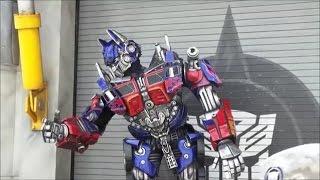 Irl #Megatron Optimus Prime and Bumblebee #Transformers character meeting Universal Studios