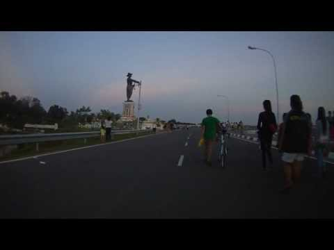 Don Chan Road (Rue Fa Ngoum eastbound) Mekong Riverside  - a pedestrian's paradise. Vientiane, Laos.