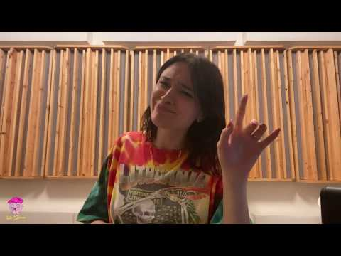 Youtube: Lolo Zouaï – Room Service Festival full performance