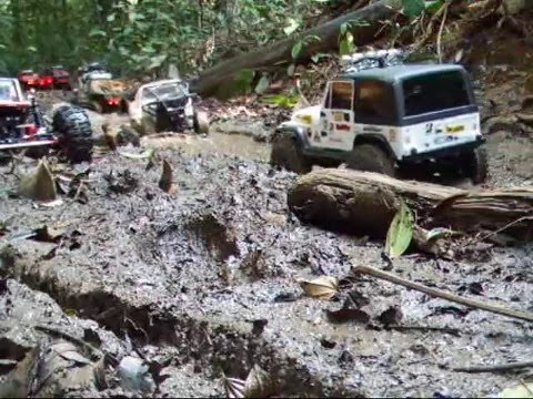 SG Crawler RC Trail Adventures - 8 Trucks Scaling at Upper Peirce Reservoir - 03 July 2011 (Part 1)
