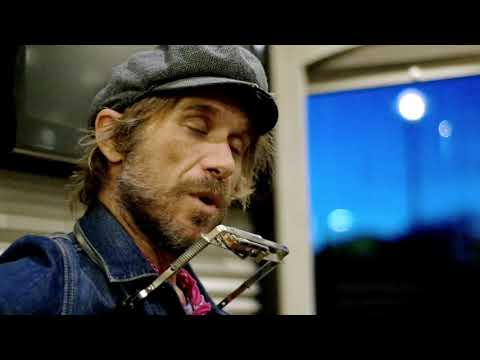 Todd Snider plays Sympathy for the Devil (Rolling Stones)