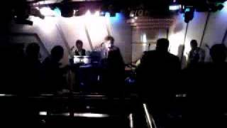 錦糸町サーティーエイトでのライブ映像です。 バックボーンズをもっと知りたい方は こちら↓ PCホームページはこちら http://www.geocities.jp/back_bones_we... 携帯サイト ...