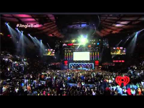 Paramore still into you iheartradio 39 s jingle ball live - Jingle ball madison square garden ...